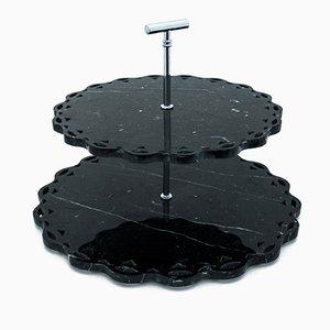 Soporte para tartas de mármol Marquina negro con borde de encaje de FiammettaV Home Collection