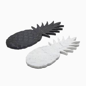 Großes Schneidebrett aus weißem Marmor und ananasförmigem Tablett von FiammettaV Home Collection