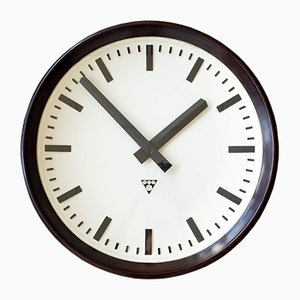 Reloj de estación checoslovaco industrial de baquelita de Pragotron, años 60