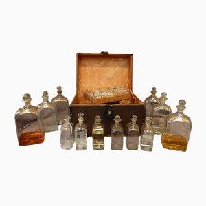 Grand Set de Carafes avec Coffre Antique en Verre, Fer et Papier, France