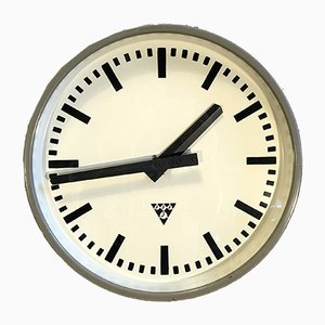 Reloj Mid-Century de hierro de Pragotron, años 60