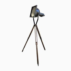 Lámpara de pie Mid-Century de hierro y madera, años 50