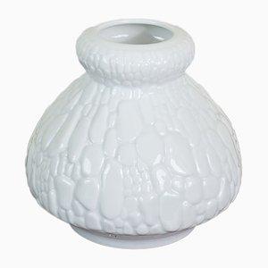 Weiße Op-Art Vase mit Krokodil-Relief von AK Kaiser, 1960er
