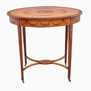Mesa auxiliar antigua de madera satinada