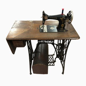 Vintage Sewing Machine from Singer, 1920s