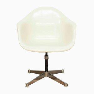 Sedia da scrivania in metallo cromato e fibra di vetro di Charles & Ray Eames per Vitra, anni '70
