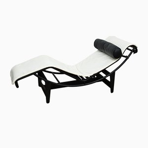 Chaise longue LC4 in pelle e metallo cromato di Le Corbusier per Cassina, anni '80