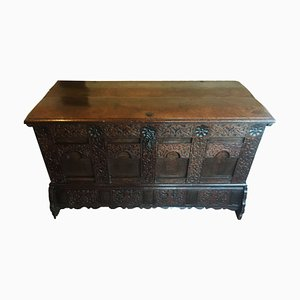 Large English Oak Linen Chest, 1580s