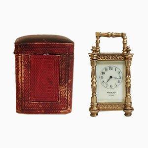 Reloj en miniatura antiguo de latón con estuche