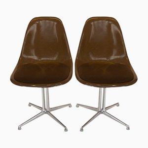 Sillas auxiliares La Fonda de fibra de vidrio de Charles & Ray Eames, años 70. Juego de 2