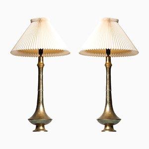 Lámparas de mesa danesas Mid-Century de latón, años 50. Juego de 2