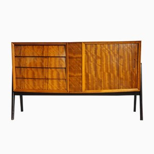 Modernes skandinavisches Sideboard aus Nussholz, 1960er