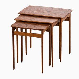 Tavolini ad incastro in quercia e teak di Svend Aage Madsen per Sigurd Hansen Møbelfabrik, Danimarca, anni '50