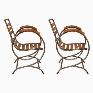 Sillas auxiliares francesas industriales de metal y madera, años 40. Juego de 2