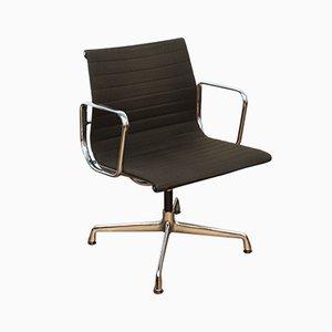 Sedia da scrivania EA107 in alluminio e tessuto hopsack di Charles & Ray Eames per Vitra, anni '70