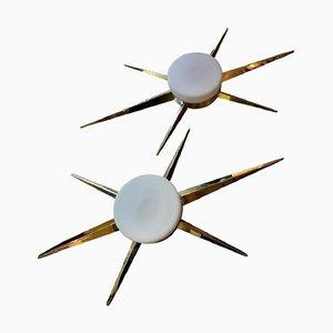 Lámparas de techo italianas de latón y vidrio opalino, años 70. Juego de 2