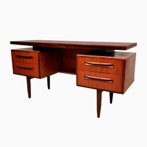 Mid-Century Schreibtisch aus Teak von Victor Wilkins für G-Plan, 1960er