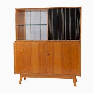 Bufet de roble y vidrio opalino de Bohumil Landsman para Jitona, años 60