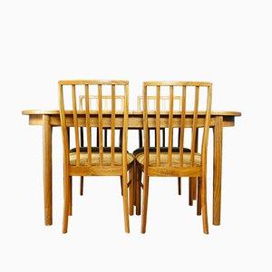 Tavolo da pranzo in noce con quattro sedie di McIntosh, anni '60