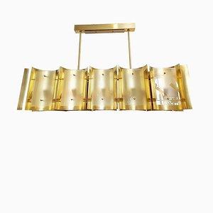 Lámpara de araña y apliques italianos grandes de latón y vidrio escarchado, años 60. Juego de 3