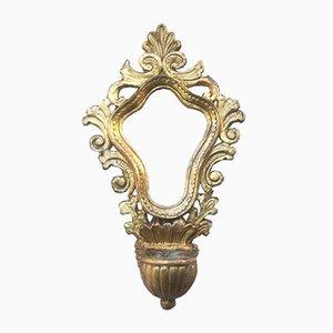 Marco antiguo de madera dorada