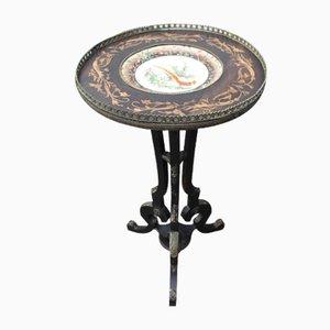 Tavolino ebanizzato con piatto in porcellana decorata, anni '20