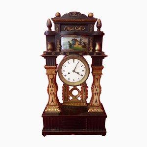 Reloj de péndulo antiguo de madera lacada y dorada