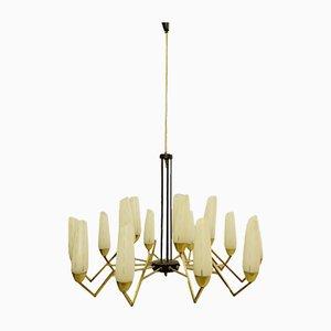 Lámpara de araña italiana de latón y vidrio opalino, años 60