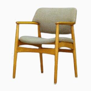 Dänischer Armlehnstuhl mit Stoffbezug & Gestell aus Eiche von Fritz Hansen, 1960er