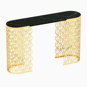 Consola Fitzgerald de mármol Marquinia negro y estructura Arabesque en oro de 24 quilates de VGnewtrend