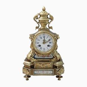 Reloj de repisa francés de bronce dorado y porcelana panelada, década de 1860