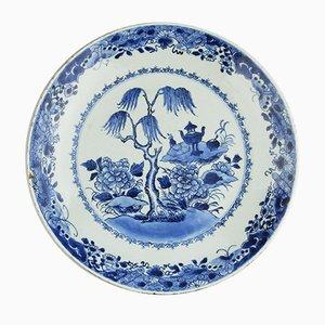 Plato antiguo de porcelana pintado a mano en azul y blanco
