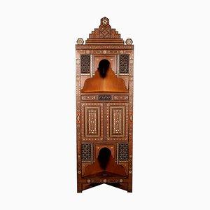 Antiker italienischer Eckschrank mit Intarsien