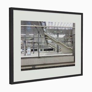Fotografía Silent Cities # 2 enmarcada en roble negro de Guy Russell para QGallery, 2019