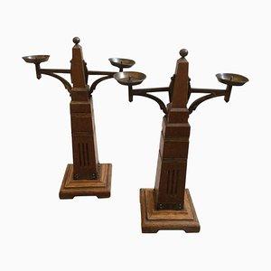 Antiker niederländischer Kerzenständer aus Eichenholz & Messing, 2er Set