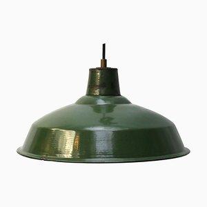 Lámpara colgante industrial vintage esmaltada en verde, años 50