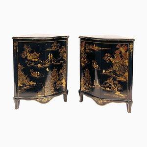 Armarios esquineros estilo Luis XV antiguos de madera lacada en negro. Juego de 2