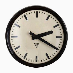 Reloj de pared industrial de baquelita de Pragotron, años 60