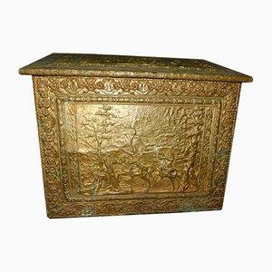 Antiker französischer Brennholzständer aus geprägtem Messing, 1800er