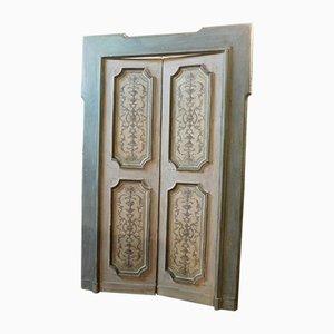 Antike lackierte Doppeltür mit Rahmen