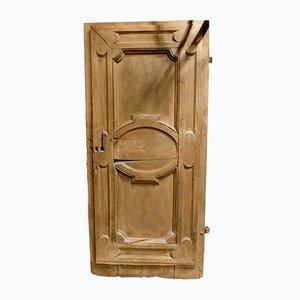 Puerta antigua de nogal