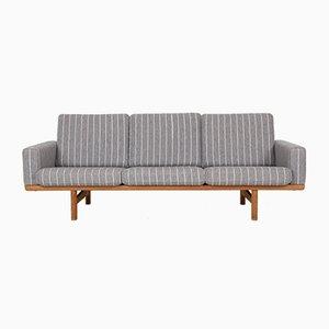 Mid-Century Modell GE236 3-Sitzer Sofa mit Gestell aus Eiche von Hans J. Wegner für Getama