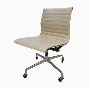 Chaise de Bureau Pivotante Vintage en Aluminium et Skaï par Charles & Ray Eames pour Herman Miller, 1960s