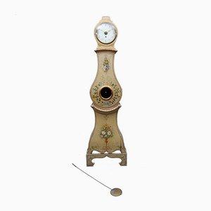 Reloj de caja alta antiguo con motivos florales de Mora