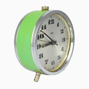 Reloj despertador mecánico checo pequeño en verde de Prim, años 60