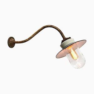 Weiß emaillierte Industrielle Mid-Century Wandlampe aus Porzellanglas & Gusseisen, 1950er