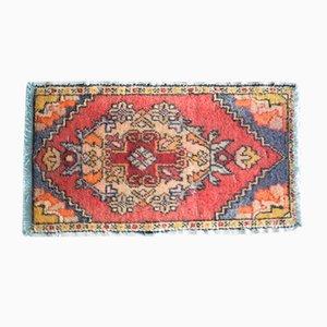 Kleiner handgefertigter Teppich in blassen Farbtönen, 1970er