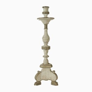 Skulpturaler antiker Kerzenständer aus Holz