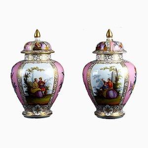 Jarrones antiguos de porcelana en rosa y blanco. Juego de 2