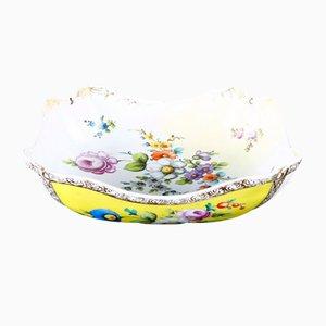 Vajilla antigua de porcelana amarilla y blanca con motivos florales